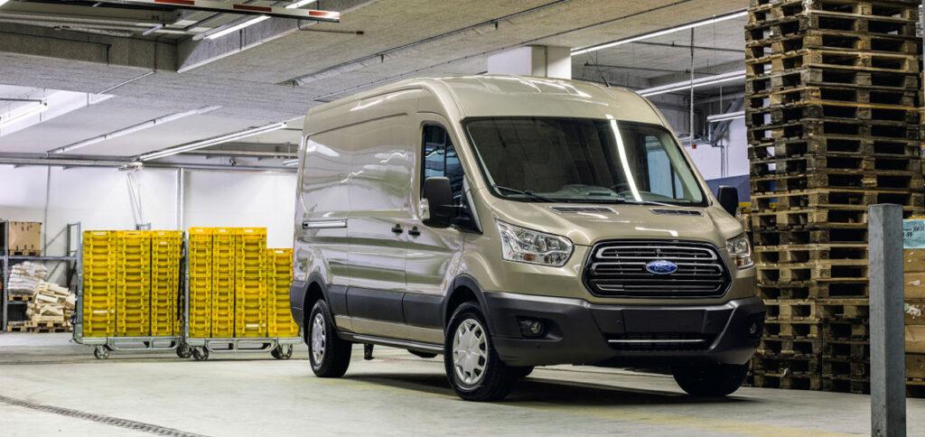 Фургон Ford Transit получил новые версии на рынке РФ