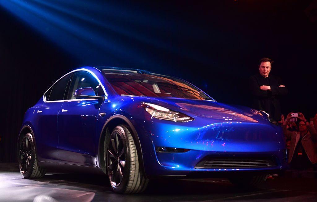 Названа стоимость нового кроссовера Tesla Model Y для России