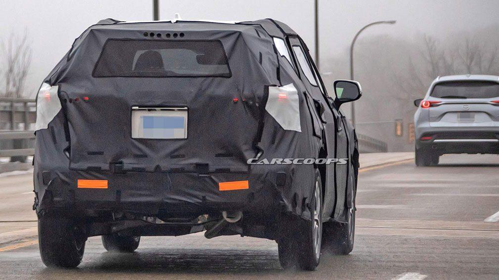 На дорожных тестах заметили новый кроссовер Toyota Highlander