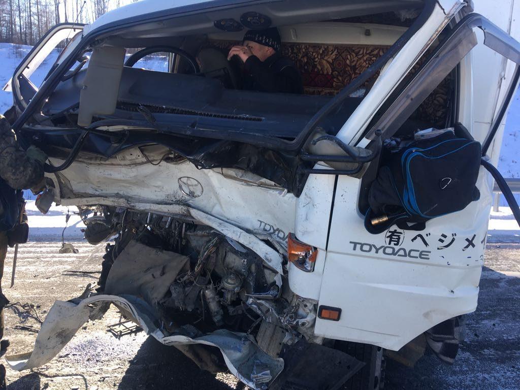 В Сковородинском районе произошло лобовое ДТП внедорожника и грузовика