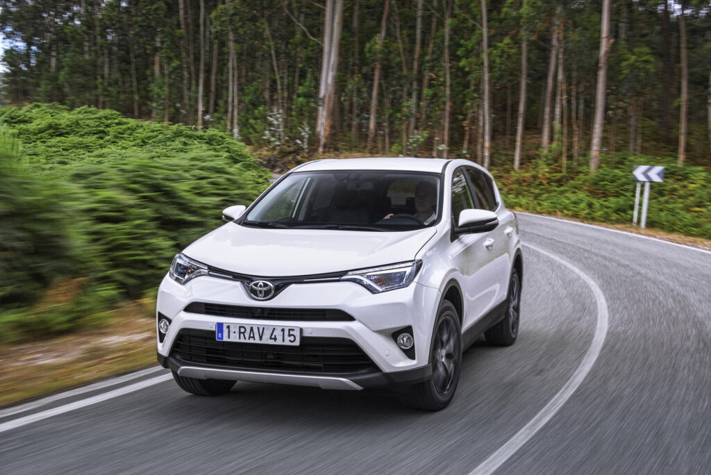 Toyota RAV4 в марте стал бестселлером марки Toyota в России