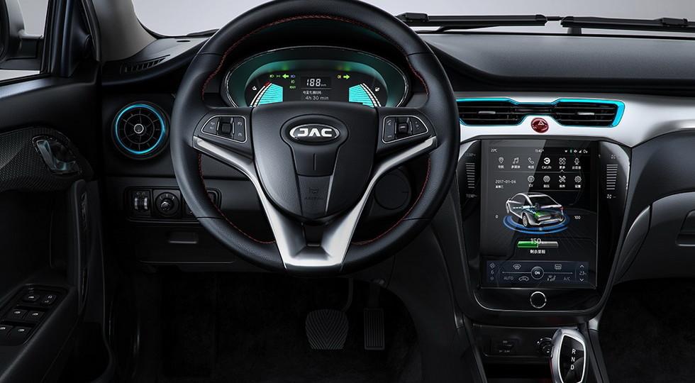 Китайская компания JAC представила новый электрокар iEV A50