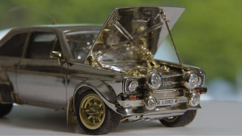 Умелец создал очень дорогую ювелирную модель Ford Escort
