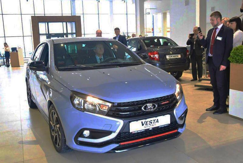 Губернатор Самарской области первым купил новую Lada Vesta Sport