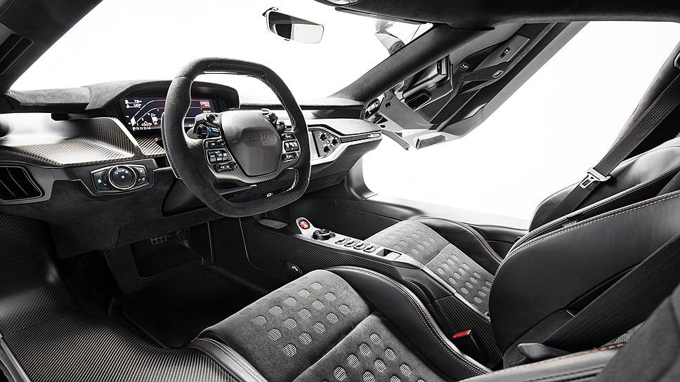 Ford показала новый спорткар Ford GT в версии Heritage Edition
