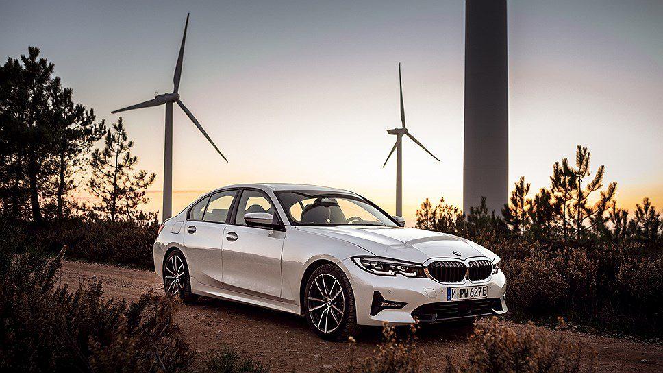 Компания BMW представила гибридную версию седана BMW 3-Series