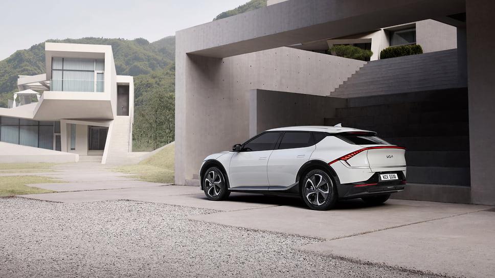 Компания Kia показала свой первый электромобиль EV6 2022 года