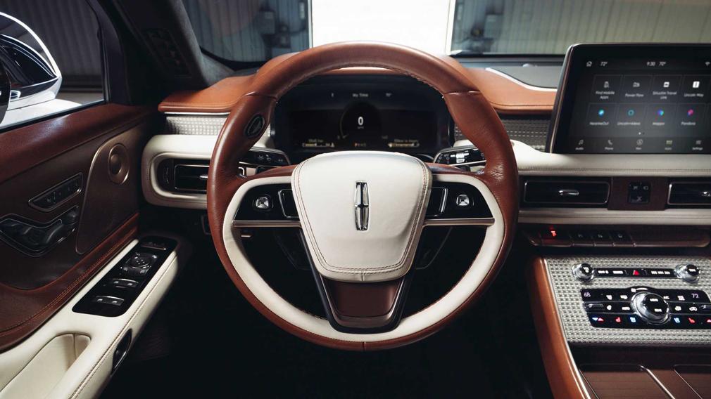Lincoln показал новый роскошный концепт-кар Lincoln Aviator Shinola