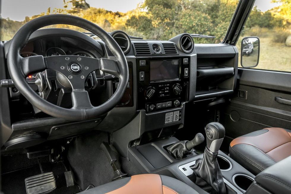 В США создали 430-сильный внедорожник Land Rover Defender