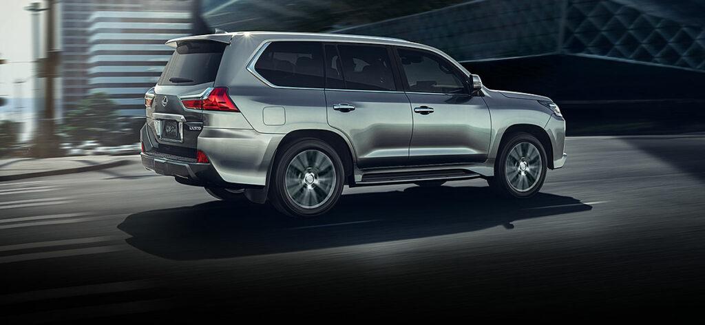 Lexus объявила спецпредложения на покупку своих моделей в апреле