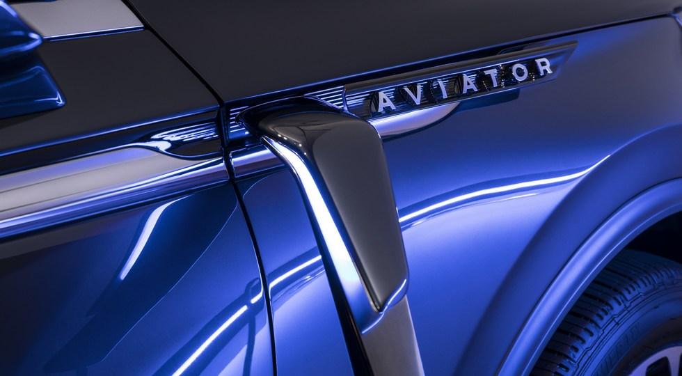 Lincoln в Нью-Йорке представила семиместный внедорожник Aviator