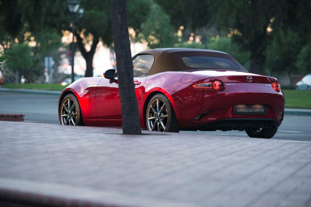 Mazda представила обновленный родстер Mazda MX-5