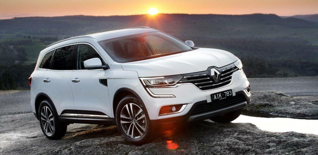 Новую версию кроссовера Renault Koleos в РФ оценили в 1,7 млн рублей