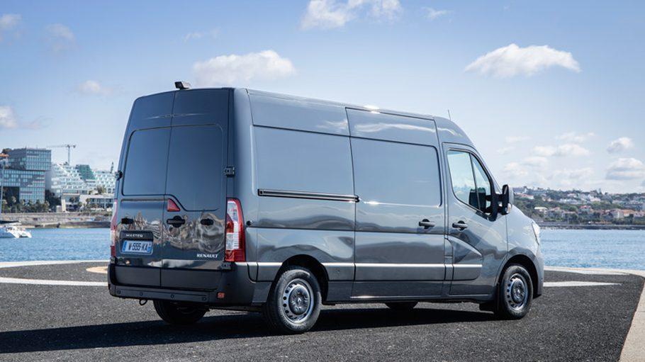 Renault начала продажи в России нового Renault Master