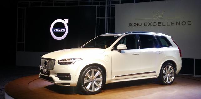 Volvo привезет в Россию гибридный кроссовер XC90 T8 летом 2018 года