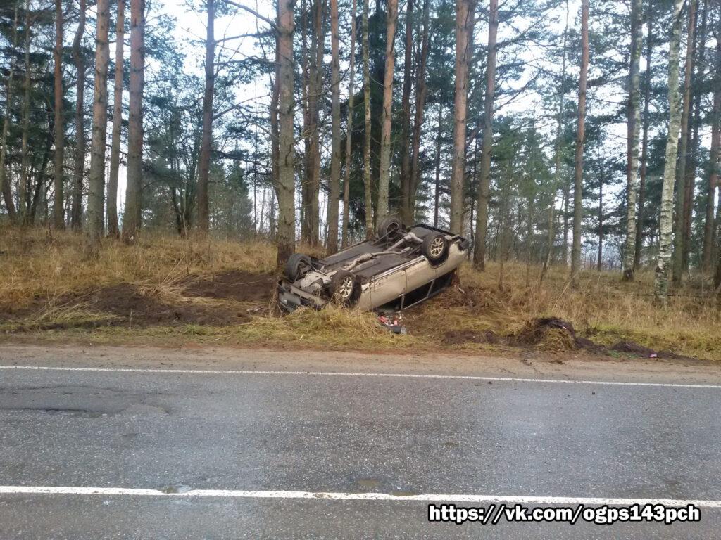 В Приозерском районе ВАЗ 2104 перевернулся и приземлился на крышу