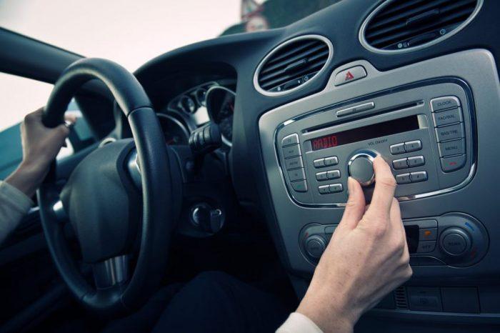 Что люди слушают в машине?