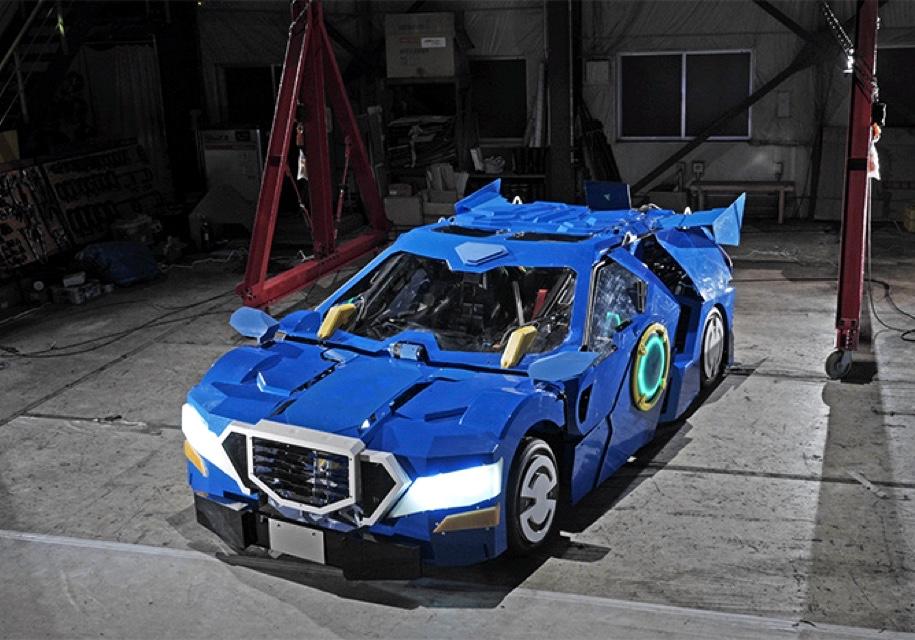 Двухместный автомобиль за минуту: в Японии сделали робота-трансформера