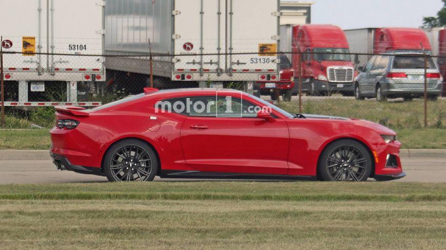 Новое спортивное купе Chevrolet Camaro ZL1 замечено без камуфляжа