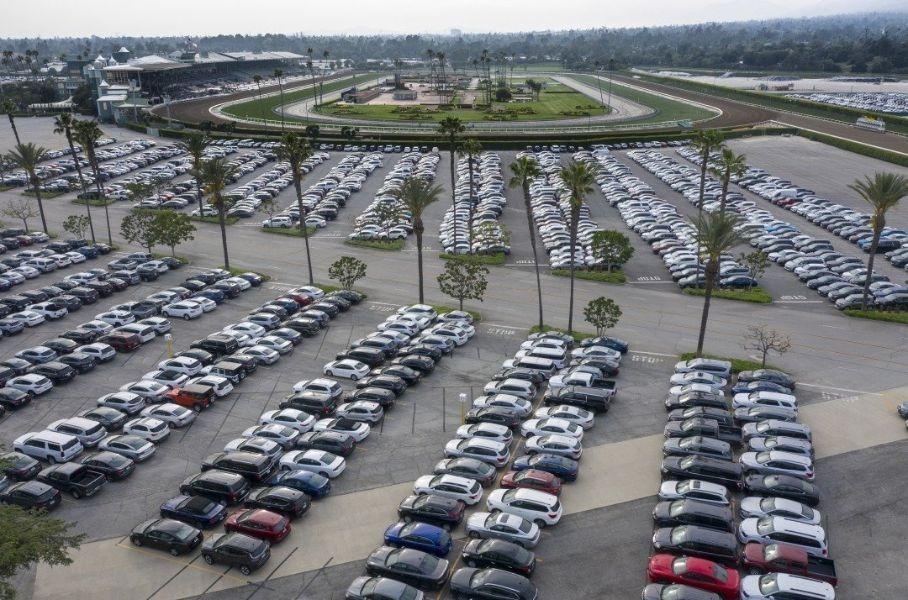 Тысячи автомобилей Toyota оказались на стадионах в США