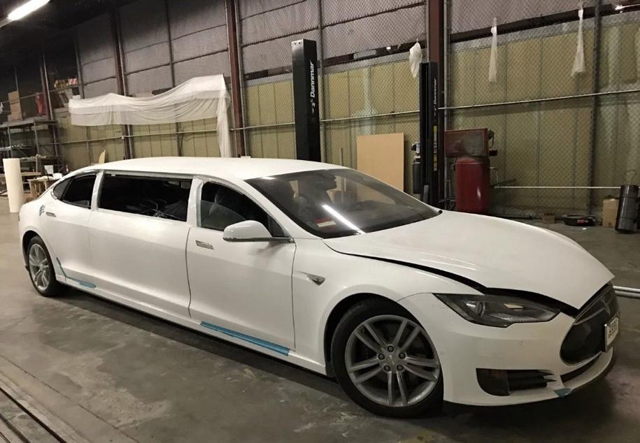 Первый лимузин Tesla выставлен на онлайн-аукцион