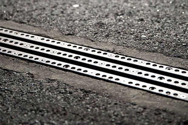 В Швеции построили дорогу с возможностью подзарядки электромобилей