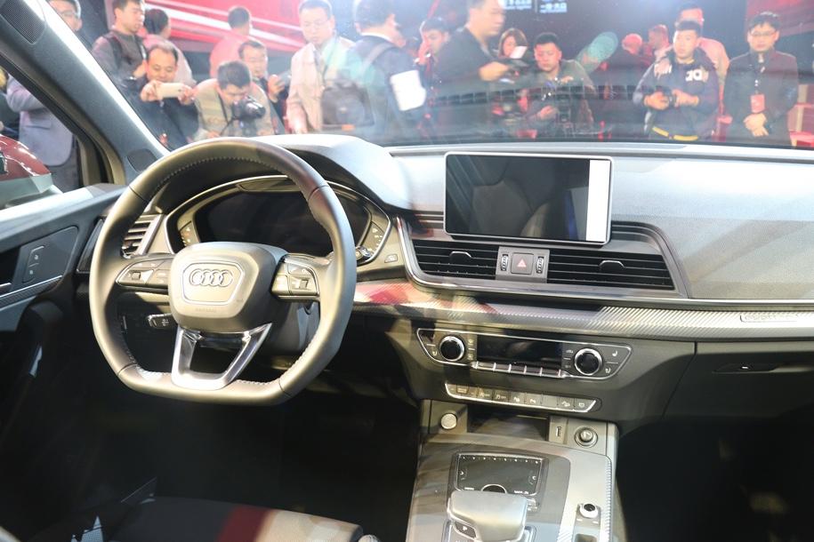 Audi для Китая представила удлиненный кроссовер Audi Q5 L