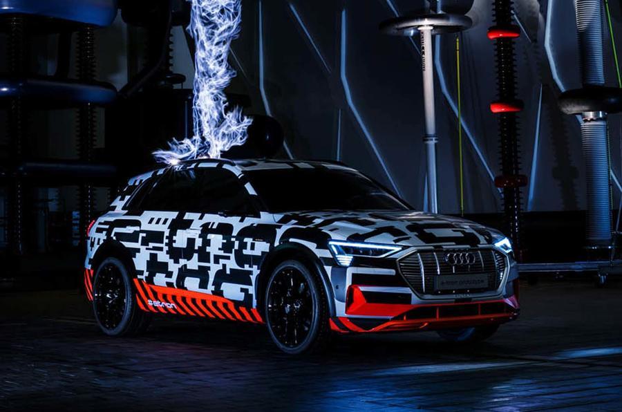 Новый кроссовер Audi e-Tron вместо зеркал заднего вида получит камеры