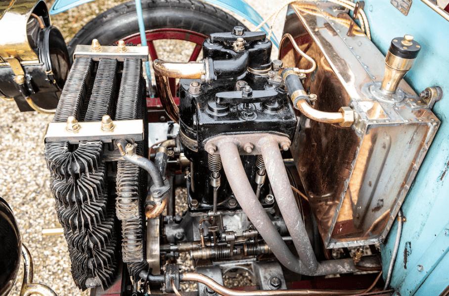 Один из первых в мире автомобилей выставили на аукцион