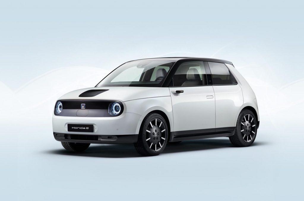 Honda объявила цены на городской электрокар с пятью экранами