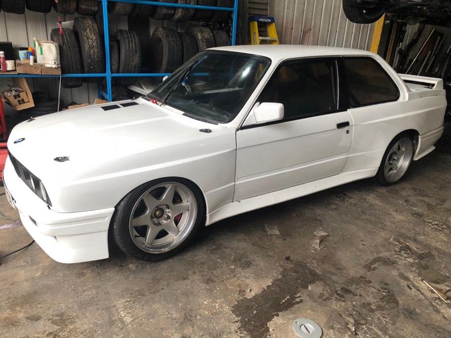 Автомобиль BMW с двигателем от Honda выставили на продажу