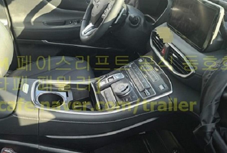 Показали снимки салона обновлённого Hyundai Santa Fe для России