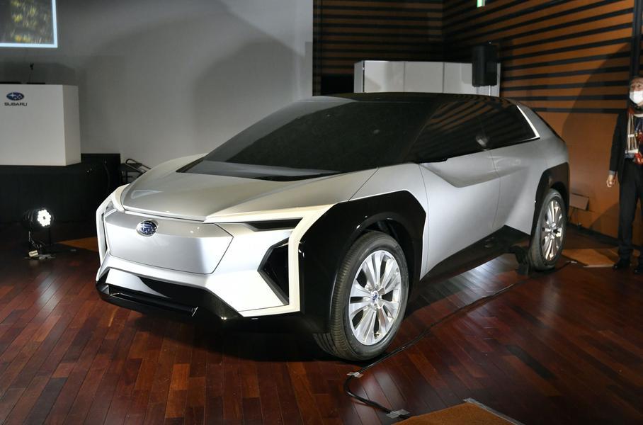 Subaru показала разработанный с Toyota электрический кроссовер