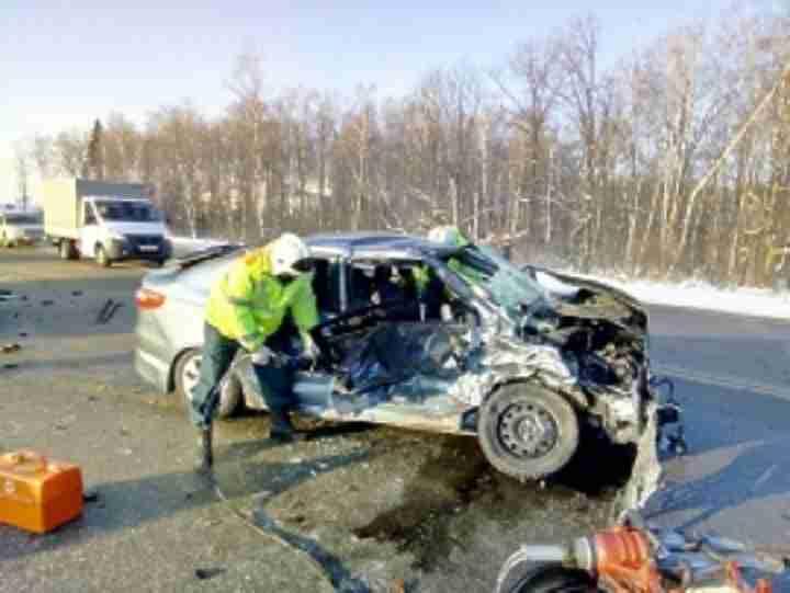 Четыре автомобиля жестко столкнулись в Боровском районе, пострадал водитель
