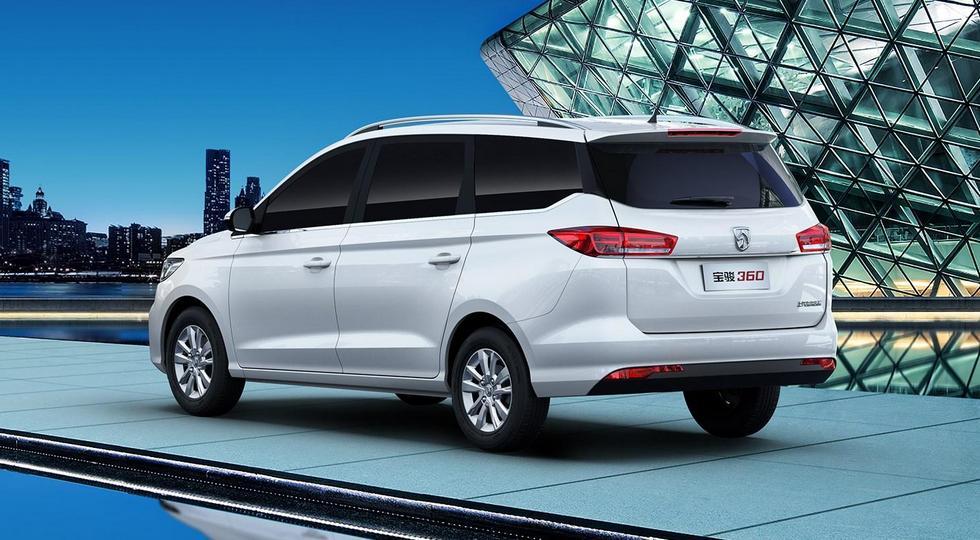 GM и SAIC начали продажи нового бюджетного компактвэна Baojun 360