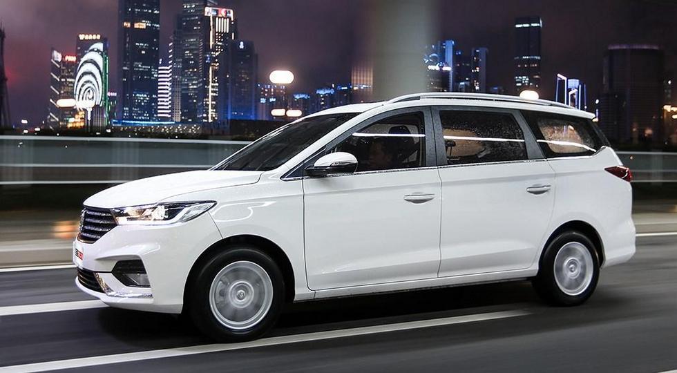 GM и SAIC представили на фото новый компактвэн Baojun 360