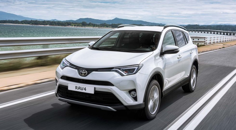 Toyota вернула в РФ дизельную версию кроссовера Toyota RAV4