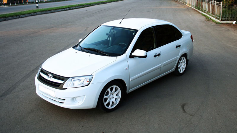Avito: Первым автомобилем большинства россиян стал белый Lada-седан