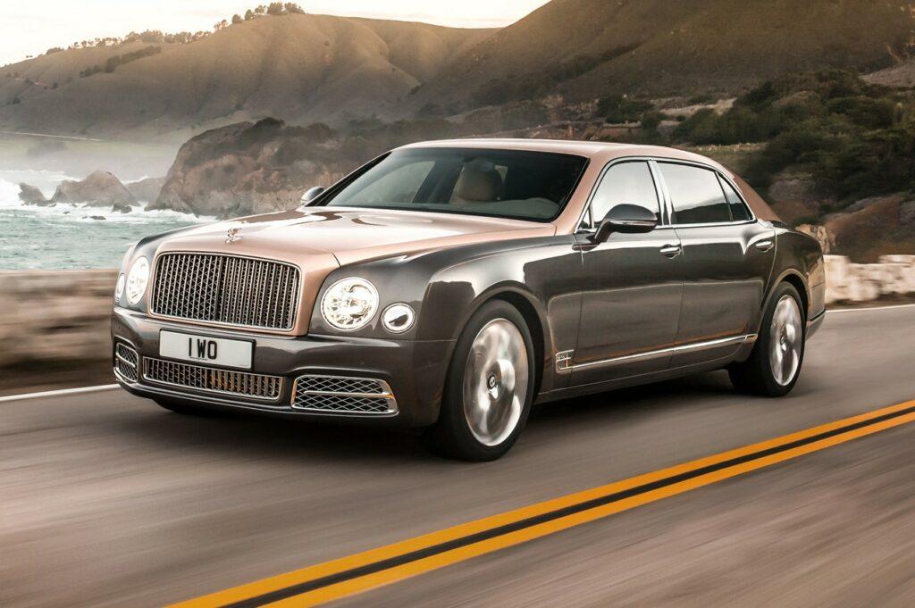 Составлен ТОП-10 самых дорогих автомобилей на рынке РФ в августе