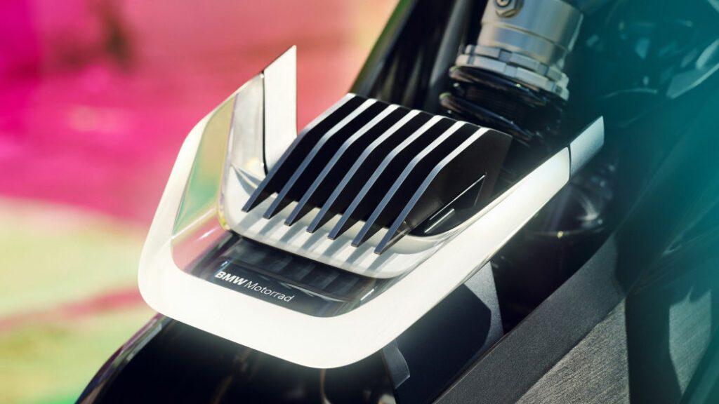 BMW представил концепт электрического мотоцикла Vision DC Roadster