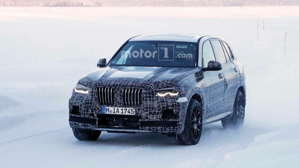 BMW приступила к зимним тестам нового кроссовера BMW X5 M
