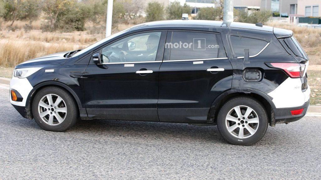 В Сети показали фото тестового Ford Kuga с увеличенной задней частью