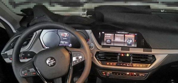 Фотошпионы впервые показали интерьер нового BMW 1 Series