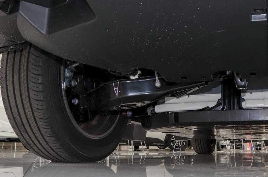 Кроссовер Toyota C-HR превратился в электромобиль