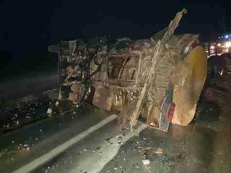 Массовая авария в Мордовии: молоковоз столкнулся с двумя машинами и опрокинулся