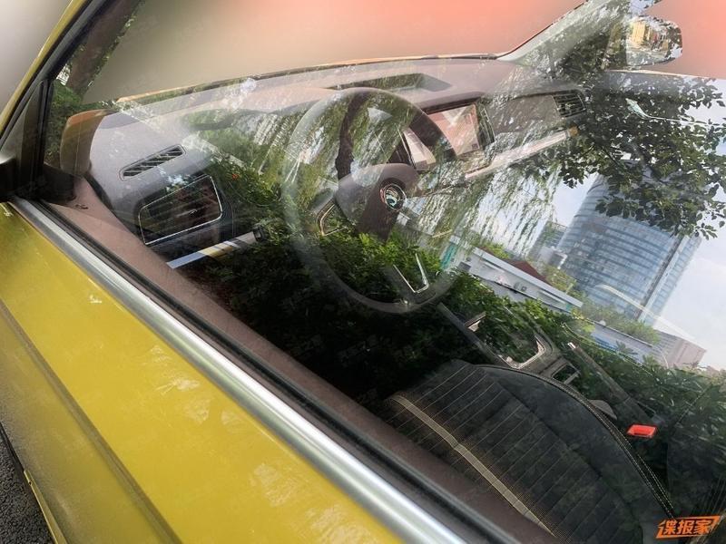 Серийный купе-кроссовер Skoda без камуфляжа показали на фото