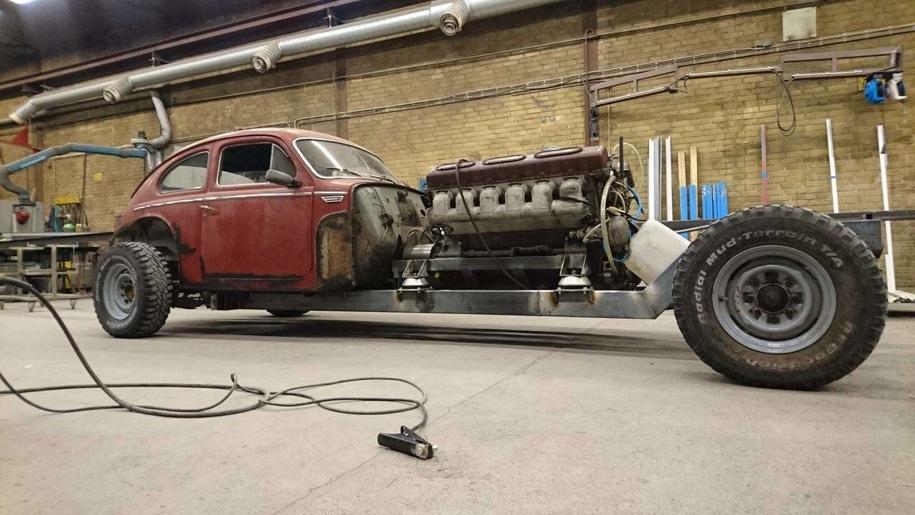 Малолитражка Volvo PV544 1960 года получила 38,8-литровый мотор V12
