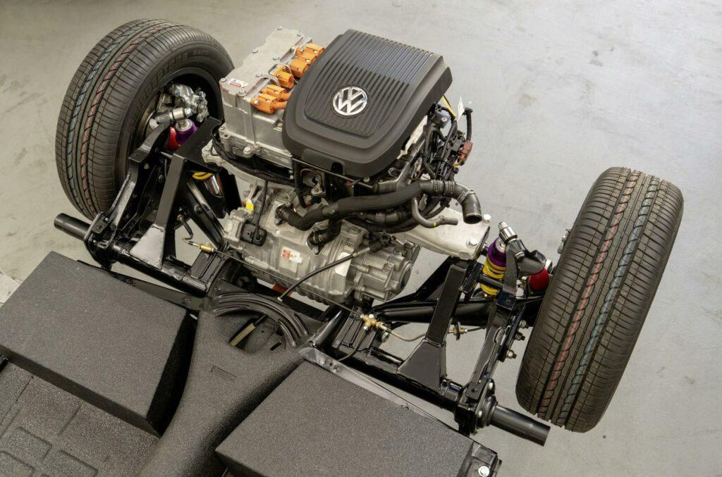 Классический Volkswagen Beetle превратили в электромобиль