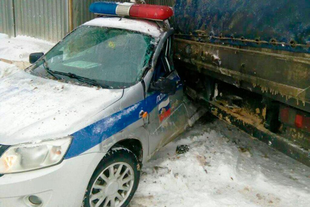Фура раздавила машину ДПС в Ефремовском районе