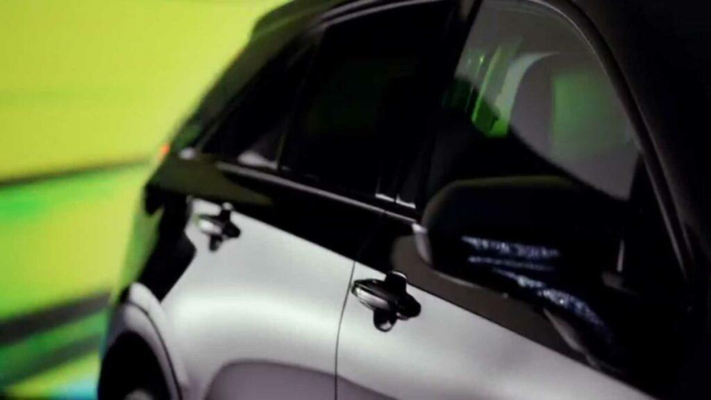 Самый маленький кроссовер XT4 Cadillac показала на видео